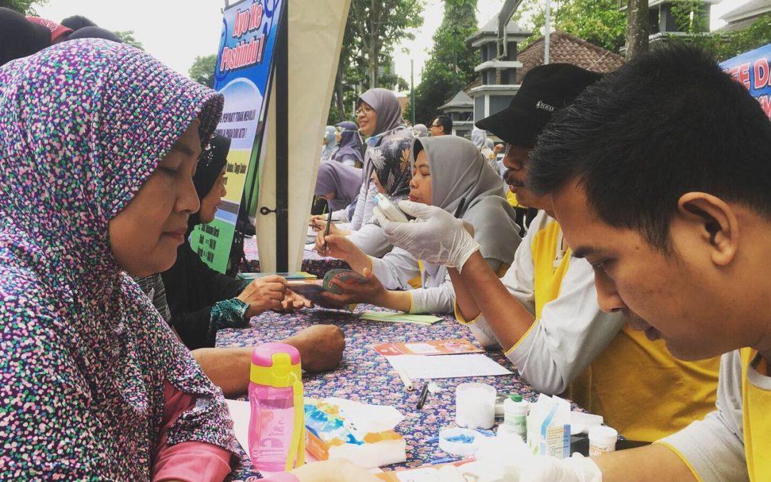 Pelayanan Kesehatan Gratis di Car Free Day Banjarnegara dari Puskesmas Bawang 2